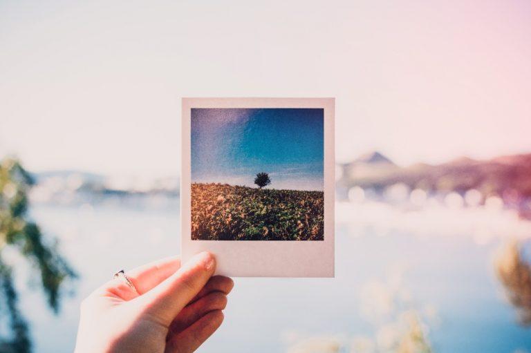 Travel photo Instagram wanderlust (Lisa Fotios Pexels)